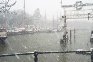 Wolwevershgaven in Dordrecht: een historische haven met een mooi ensemble van varend erfgoed, een oud schroevendok en mooi gerestaureerde pakhuizen, een populaire wandelroute voor touristen.